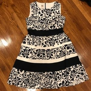 Anne Klein Floral Dress w/ Pockets Sz 12 GS675